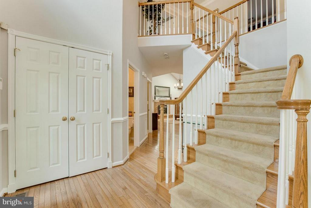 Grand Foyer - 10850 GROVEHAMPTON CT, RESTON
