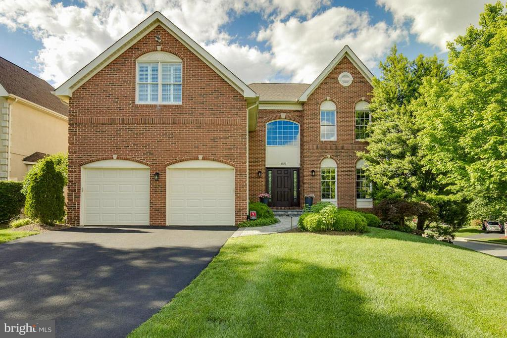 Exterior (Front) - 10850 GROVEHAMPTON CT, RESTON