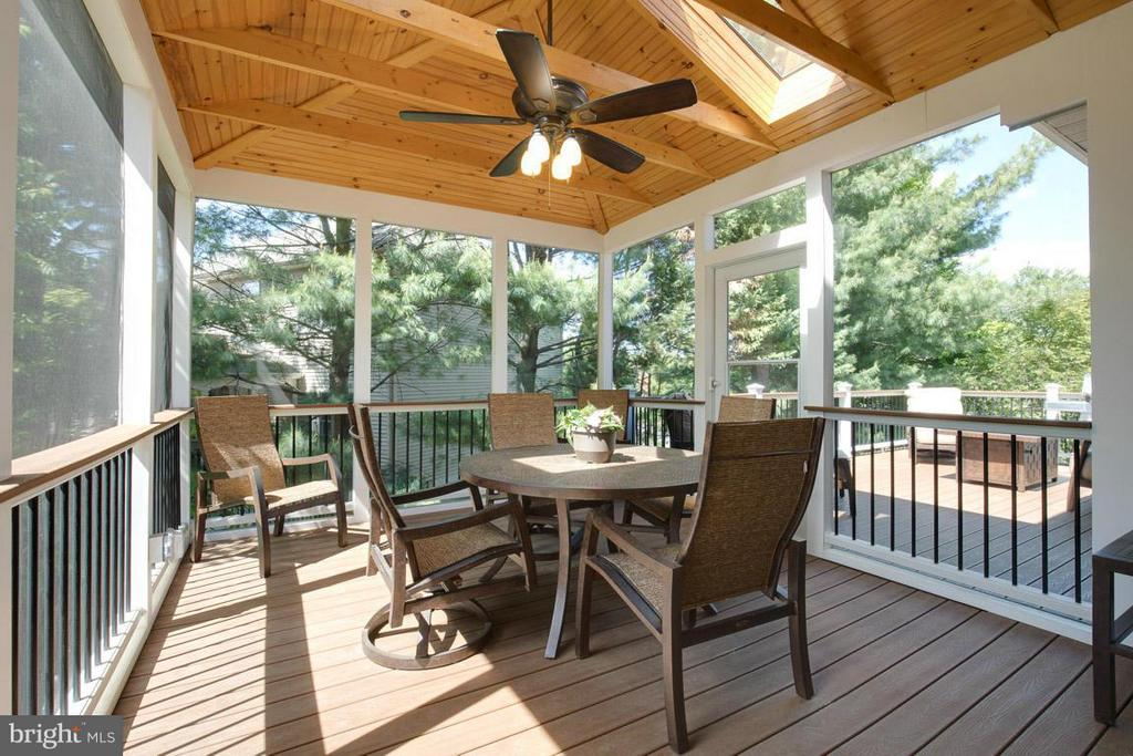 Screened in Porch - 10850 GROVEHAMPTON CT, RESTON