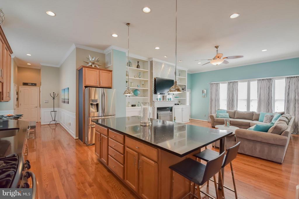 Oversized Kitchen Island - 25046 MINERAL SPRINGS CIR, ALDIE