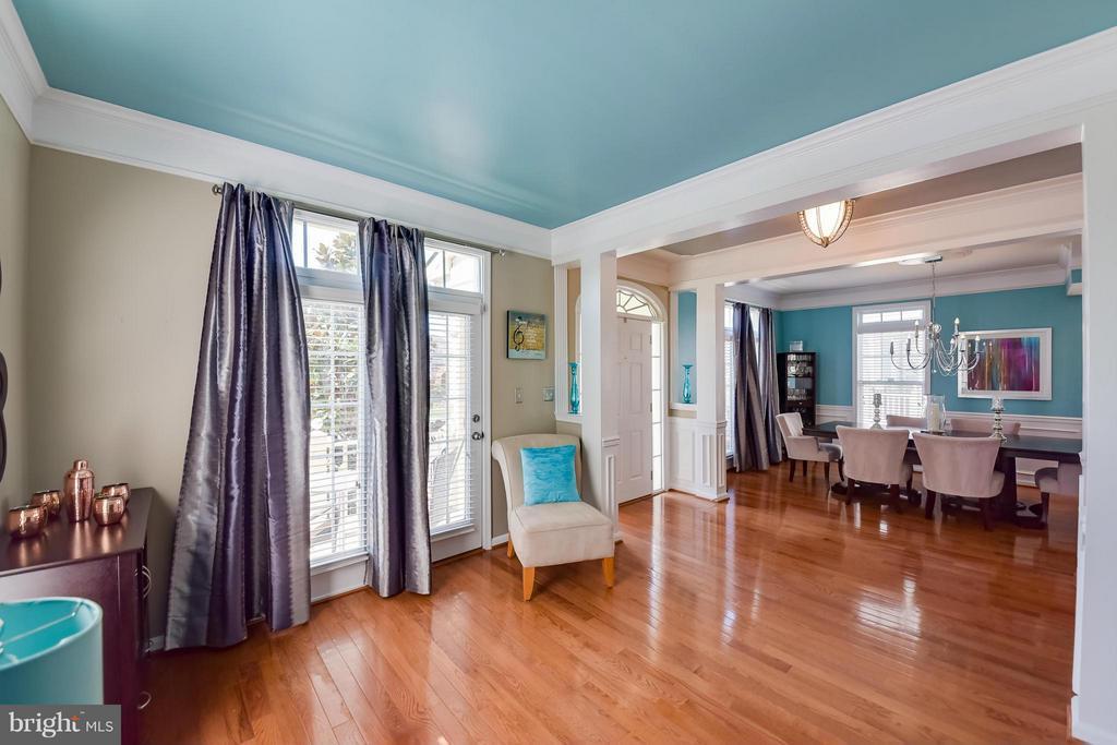 Formal Living Room with Beautiful Hardwoods - 25046 MINERAL SPRINGS CIR, ALDIE