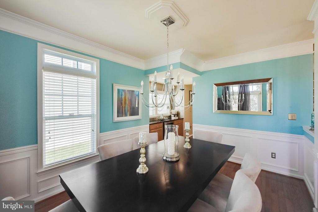 Formal Dining Room w/ Shadow Boxes - 25046 MINERAL SPRINGS CIR, ALDIE
