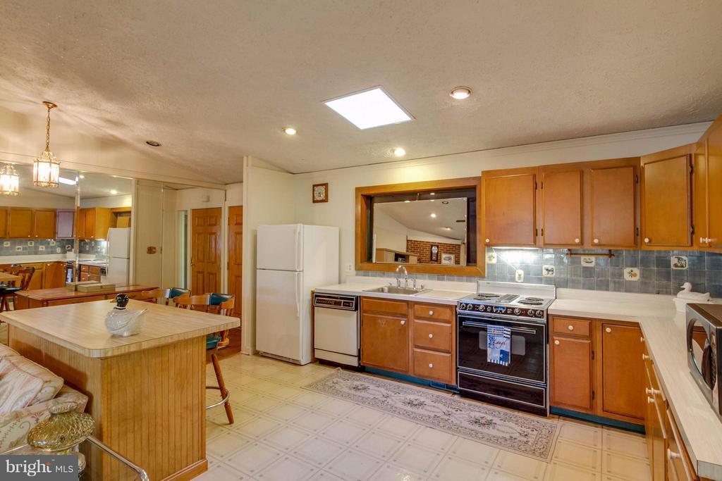 Full Kitchen - 601 CORNWALLIS AVE, LOCUST GROVE
