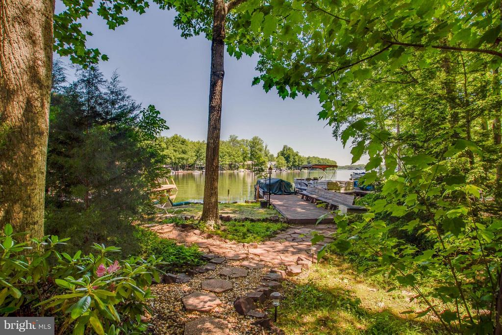 Lakeside Oasis - 601 CORNWALLIS AVE, LOCUST GROVE