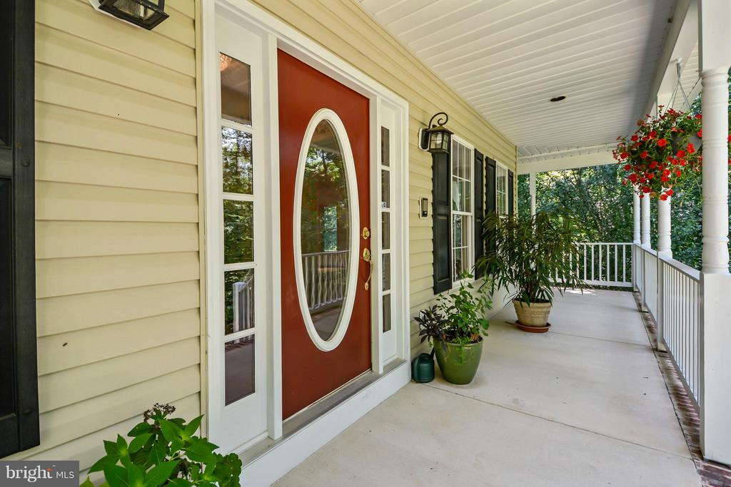 Beautiful wrap around covered porch - 13421 FOX CHASE LN, SPOTSYLVANIA
