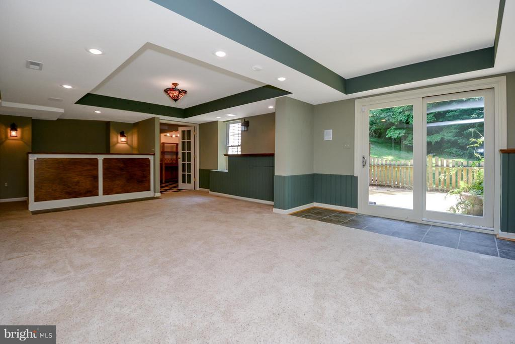 Basement rec room w/access to patio - 13421 FOX CHASE LN, SPOTSYLVANIA