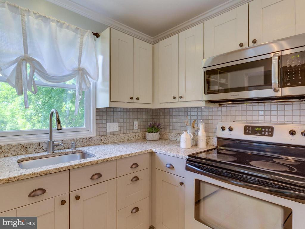 granites + SS appliances including NEW microwave - 4700 CARE DR, ALEXANDRIA