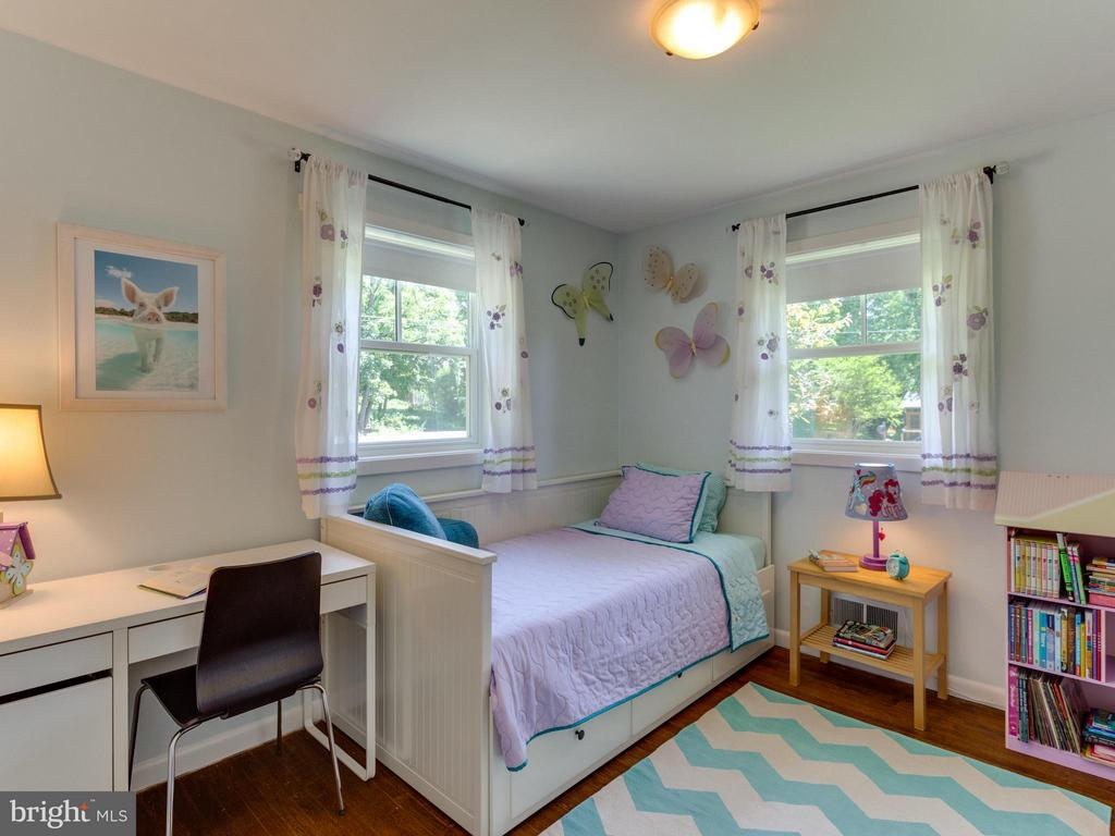 Fresh paint and lots of light in this bedroom! - 4700 CARE DR, ALEXANDRIA