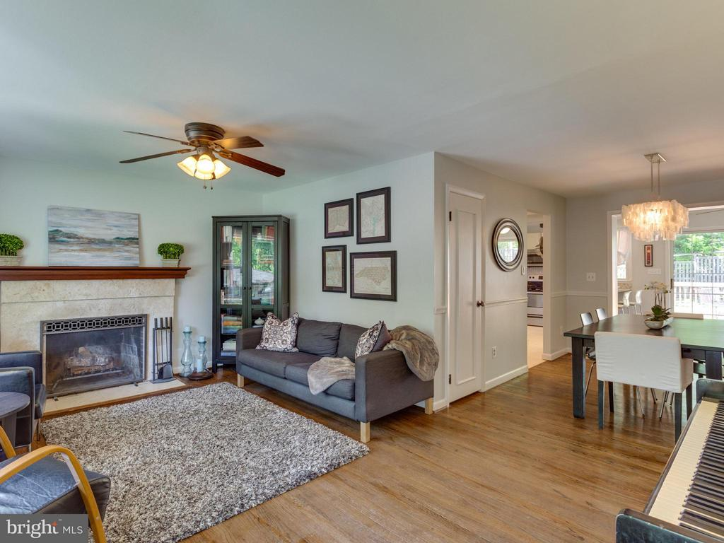Open floor plan is great for entertaining - 4700 CARE DR, ALEXANDRIA