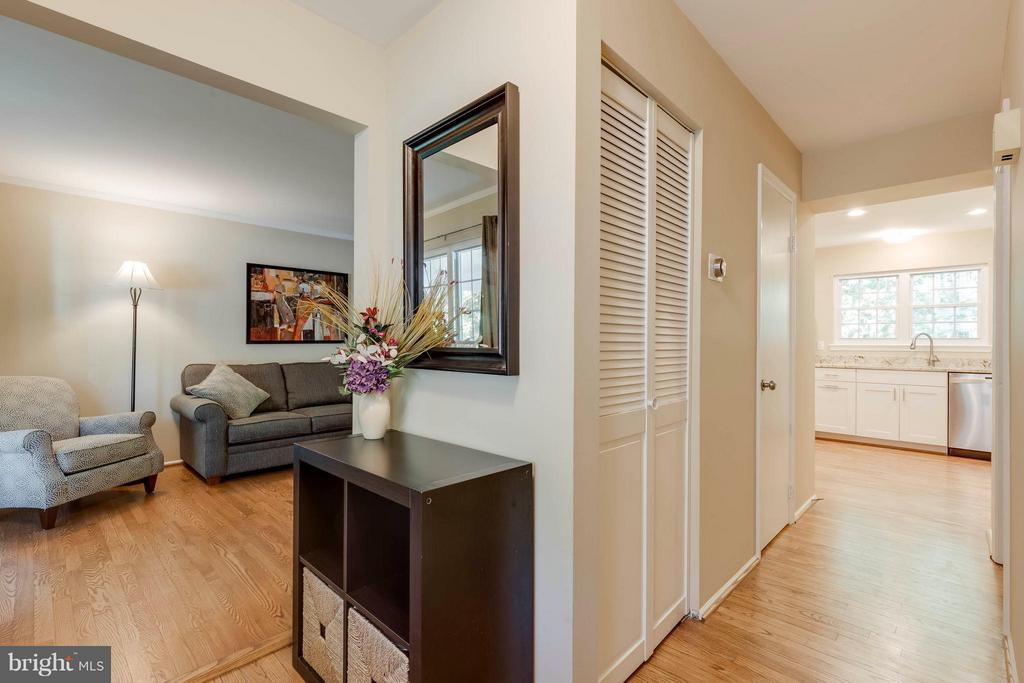 Entry Greets You with Lots of Natural Light - 5830 APPLE WOOD LN, BURKE