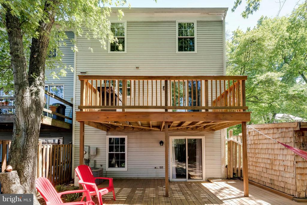 Inside & Out You Will Like What You See! - 5830 APPLE WOOD LN, BURKE