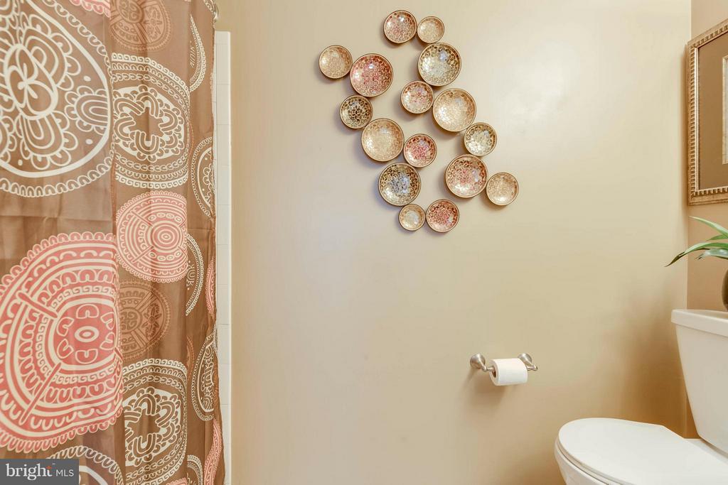 Hall Bath Has Shower/Tub - 5830 APPLE WOOD LN, BURKE