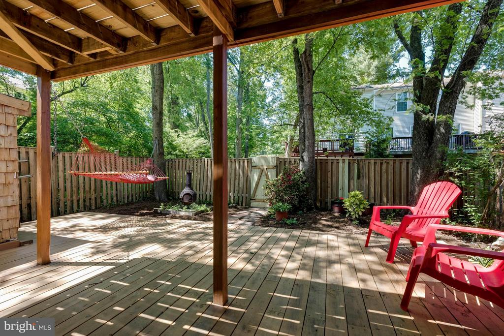 New patio deck invites you to relax! - 5830 APPLE WOOD LN, BURKE