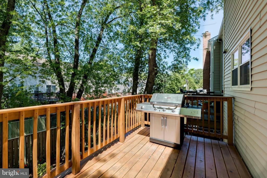 Newer Deck - 5830 APPLE WOOD LN, BURKE