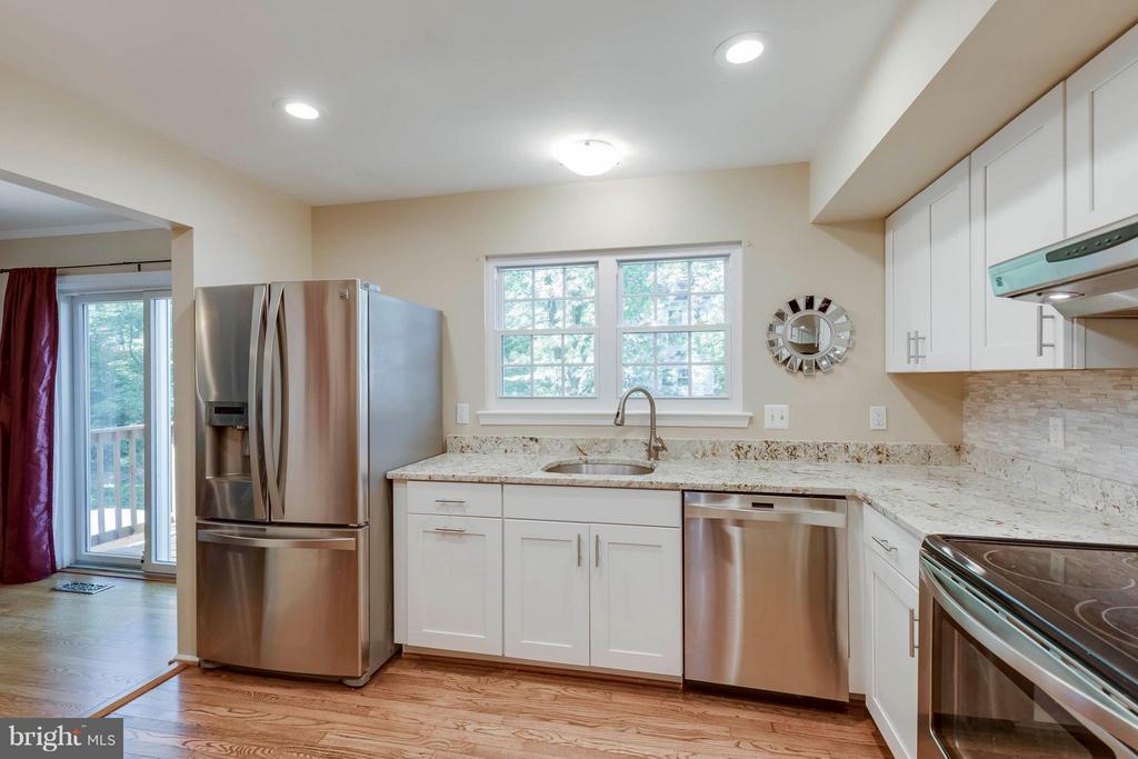 Recessed Lighting & SS Appliances - 5830 APPLE WOOD LN, BURKE