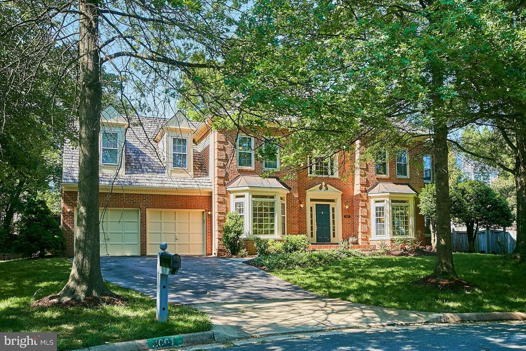 Beautiful colonial located on quiet cul de sac - 3601 PARAMOUNT RD, FAIRFAX