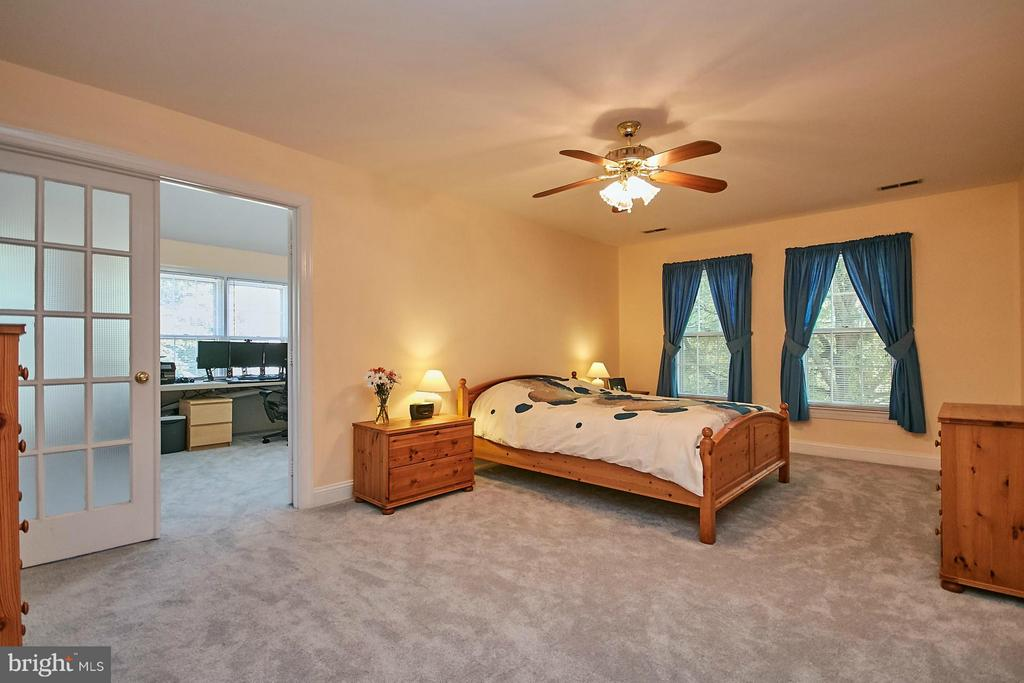 Spacious master bedroom suite with two closets - 3601 PARAMOUNT RD, FAIRFAX