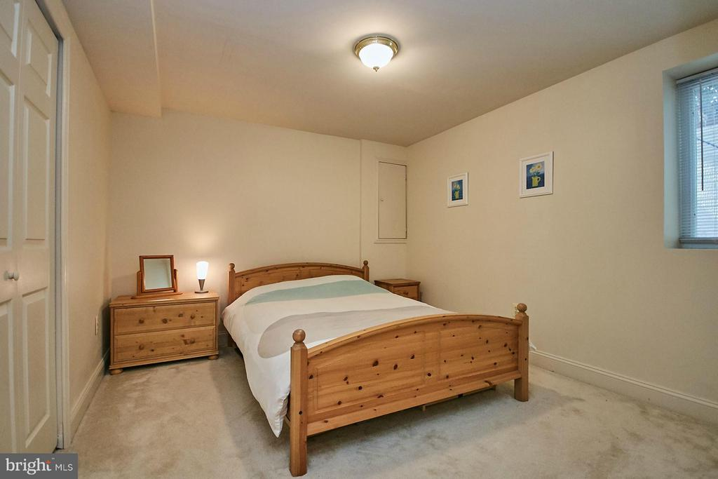5th bedroom is located on the lower level - 3601 PARAMOUNT RD, FAIRFAX