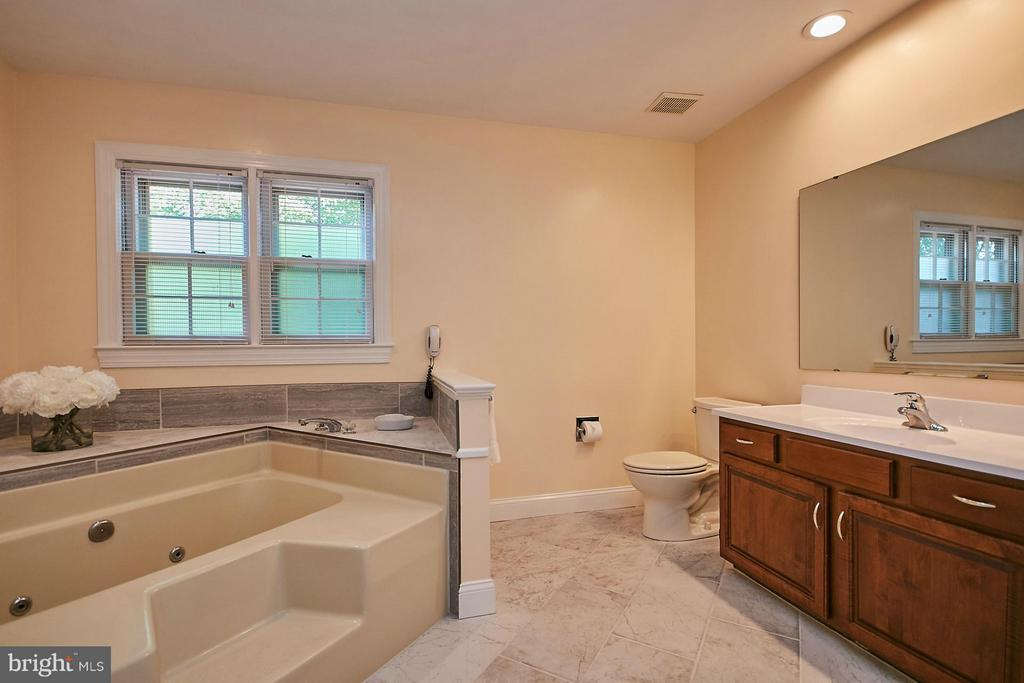 Updated master bathroom has a tub with jets - 3601 PARAMOUNT RD, FAIRFAX