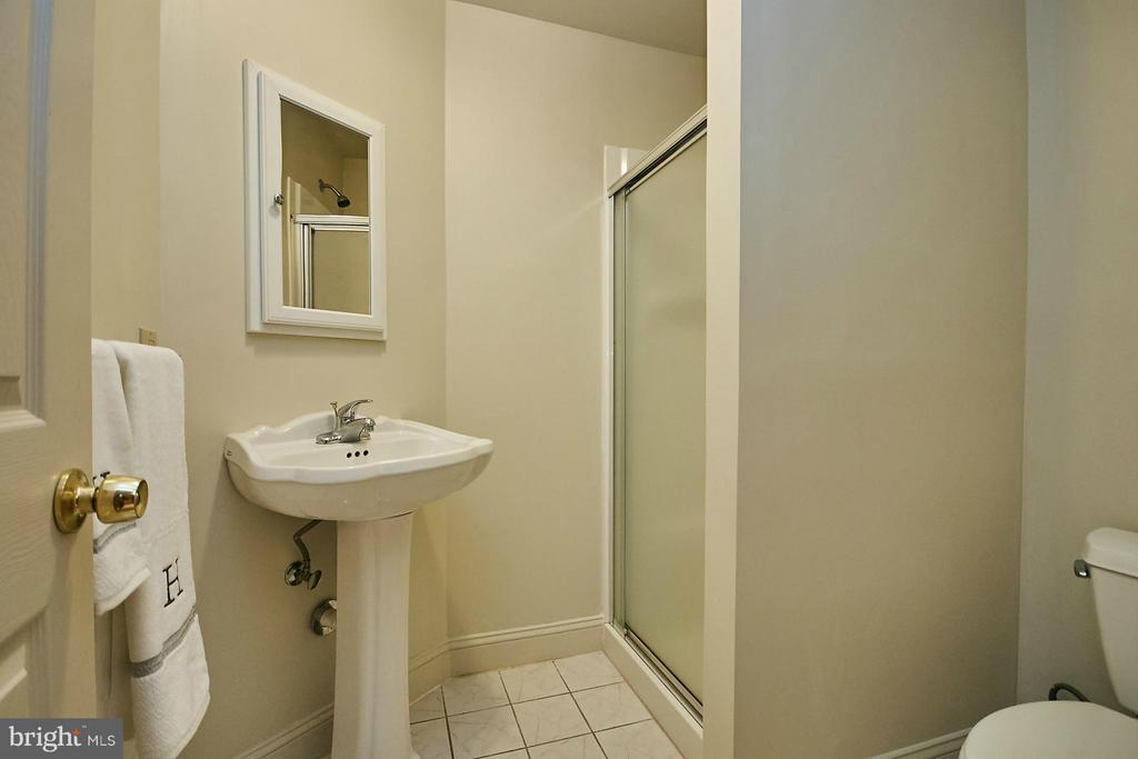 There is also a full bathroom on the lower level - 3601 PARAMOUNT RD, FAIRFAX