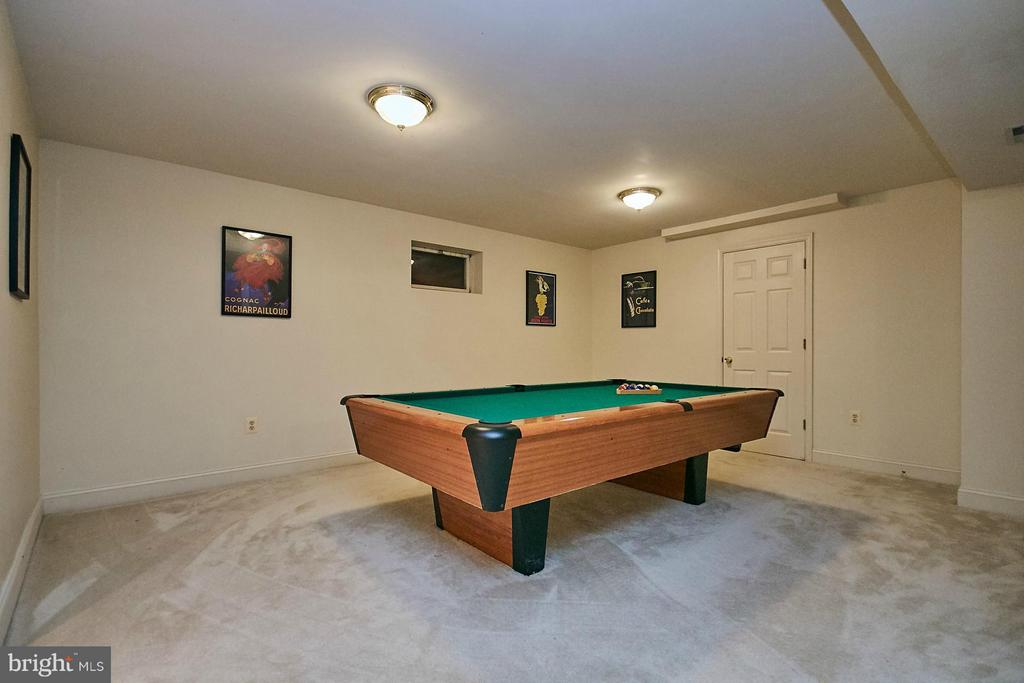 Game room area located in recreation room - 3601 PARAMOUNT RD, FAIRFAX