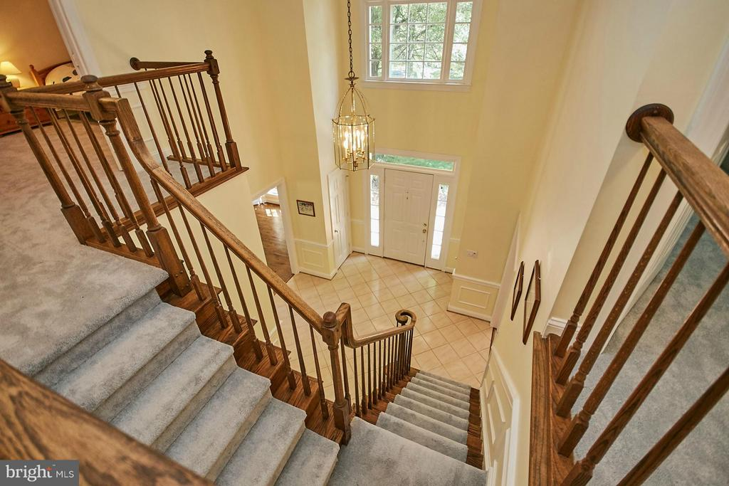 Beautiful curved staircase - 3601 PARAMOUNT RD, FAIRFAX