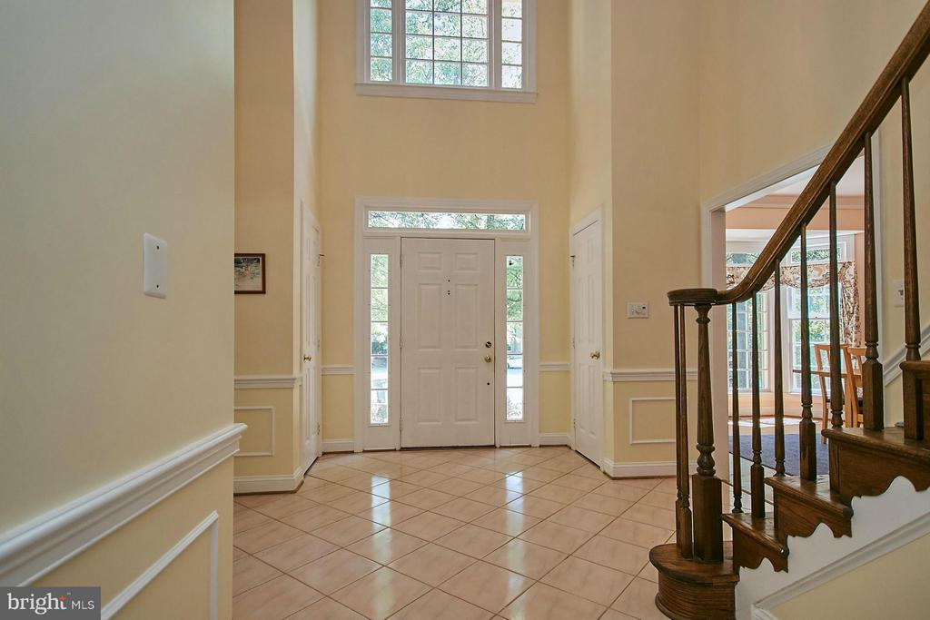 Sunny two story foyer with upgraded trim work - 3601 PARAMOUNT RD, FAIRFAX