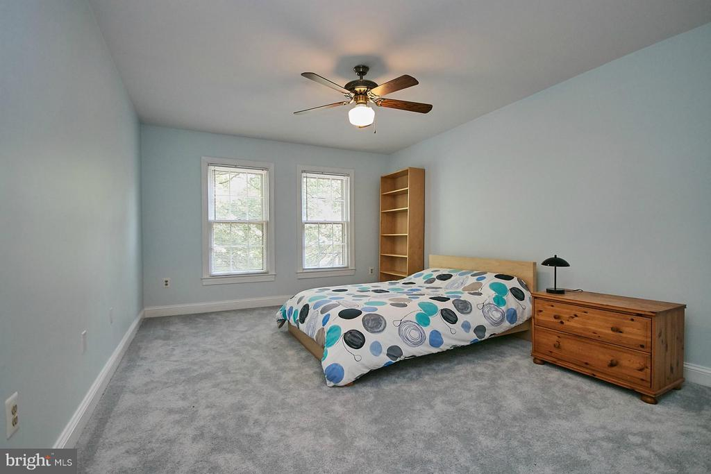 All upper level bedrooms have ceiling fans - 3601 PARAMOUNT RD, FAIRFAX