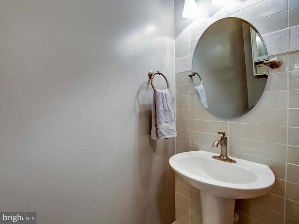 Bath - 112 ASBURY CT, WINCHESTER