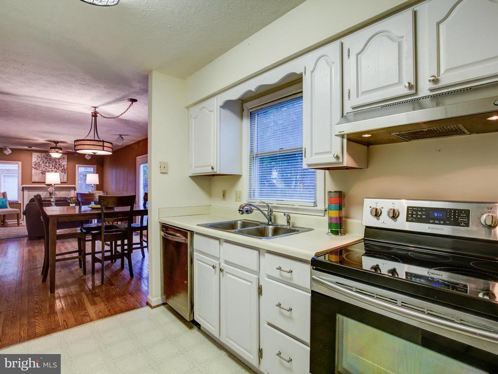 Kitchen - 112 ASBURY CT, WINCHESTER