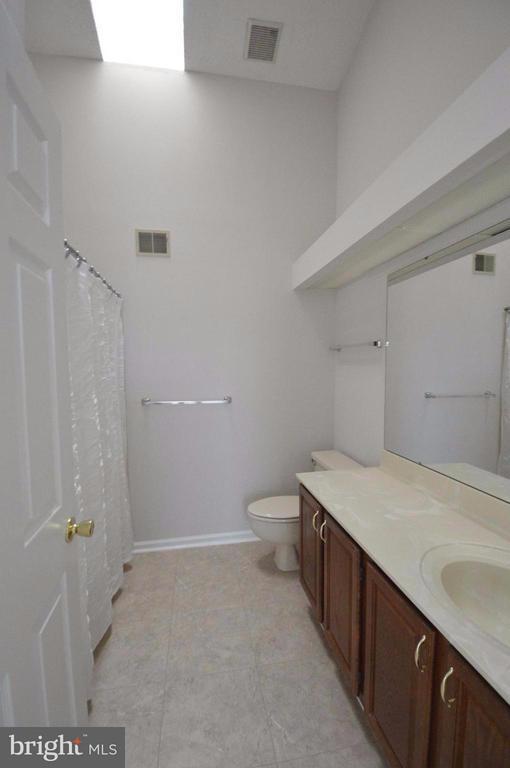 Bath (Master) - 13348 BURKITTS RD, FAIRFAX