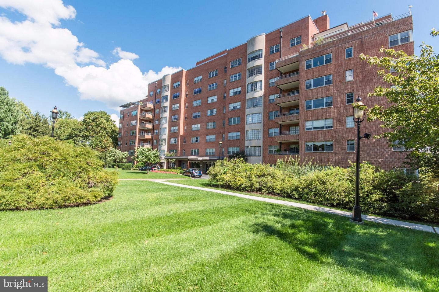 Photo of home for sale at 3601 Greenway, Baltimore MD