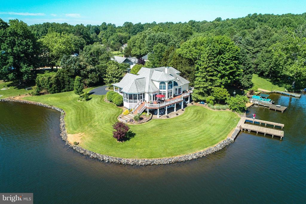 322 ft of lakeline & a Million Dollar View - 109 RAMSAY RD, LOCUST GROVE