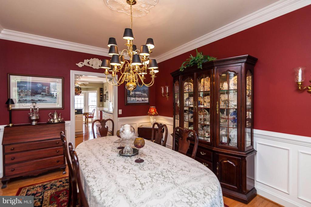 Formal Dining for Holiday Gatherings - 109 RAMSAY RD, LOCUST GROVE