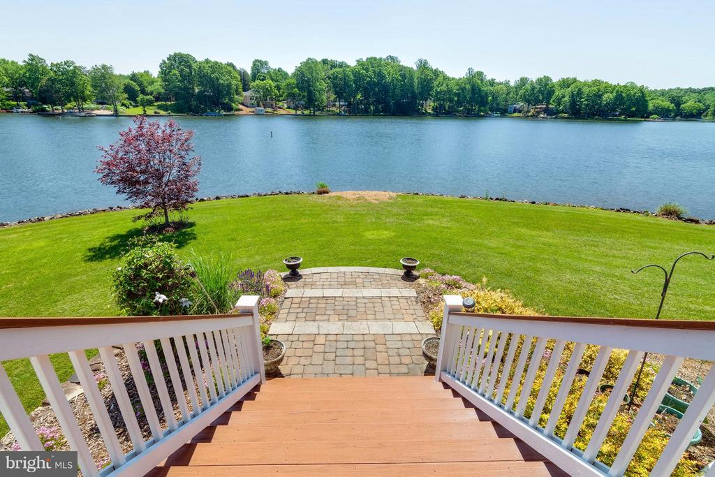 Cascading stairwell to lush lawn and lake - 109 RAMSAY RD, LOCUST GROVE