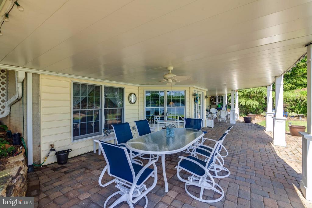Patio Entertaining - 109 RAMSAY RD, LOCUST GROVE