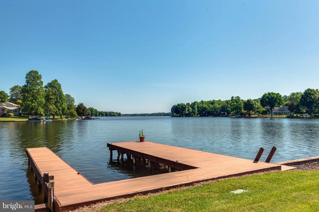 Platform Dock & plenty of room for Water Toys - 109 RAMSAY RD, LOCUST GROVE