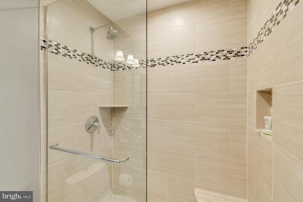Gorgeous Tile work in walk in shower - 7303 MALLORY LN, ALEXANDRIA
