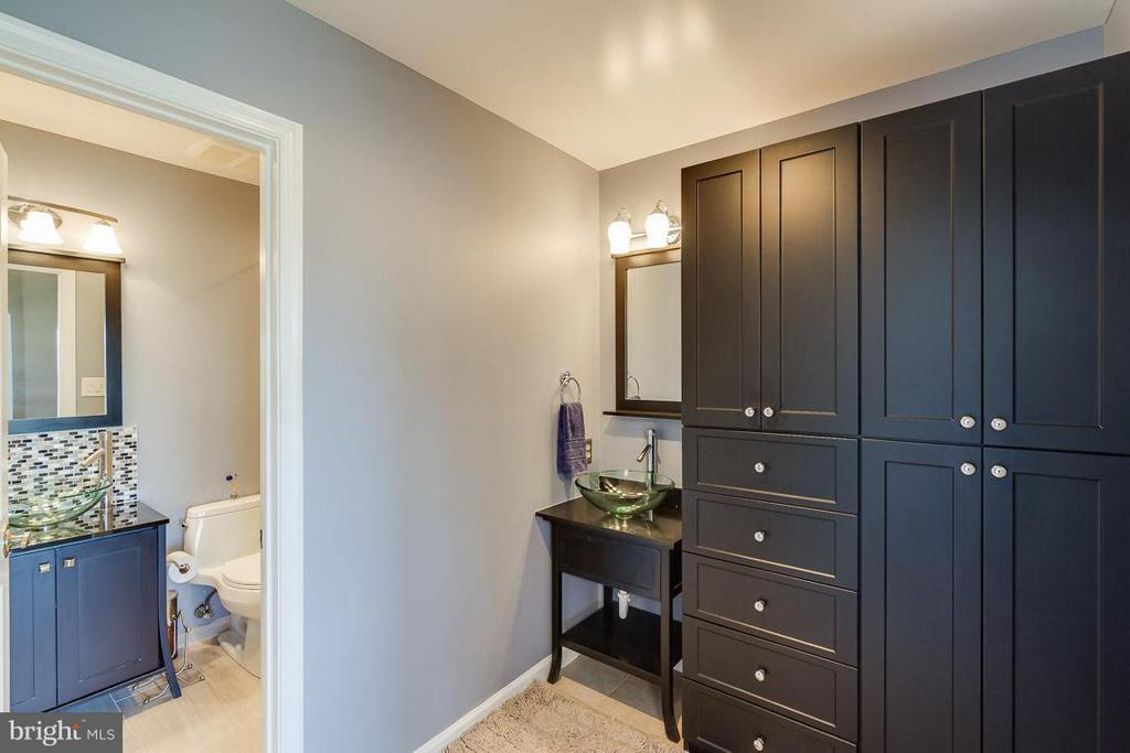 Custom shelving and double vanity! - 7303 MALLORY LN, ALEXANDRIA