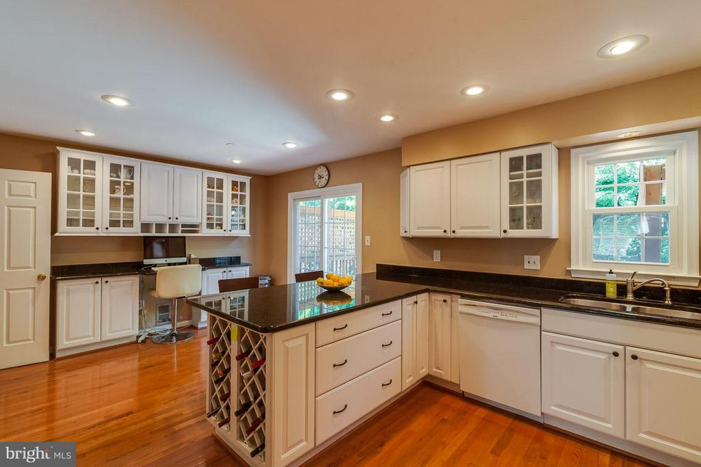 Kitchen updated in 2014 - 7303 MALLORY LN, ALEXANDRIA