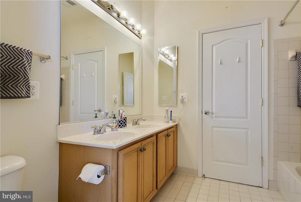 Bathroom - 21935 WINDOVER DR, BROADLANDS