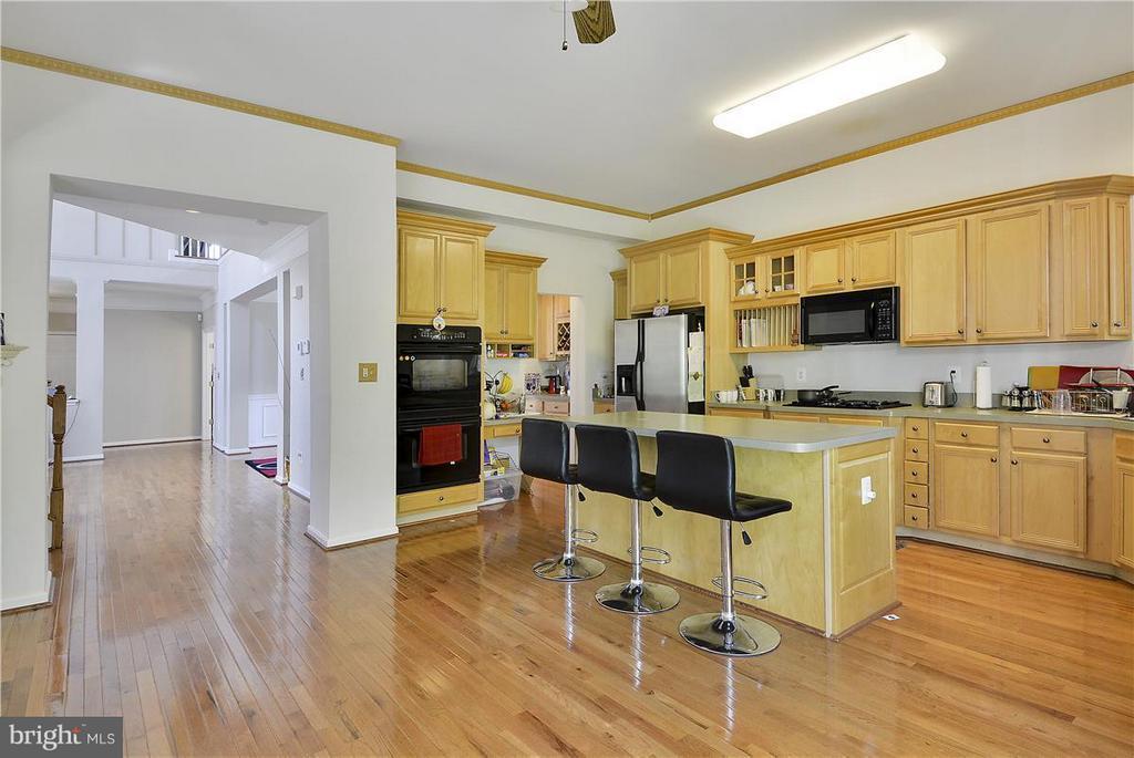 Kitchen - 21935 WINDOVER DR, BROADLANDS
