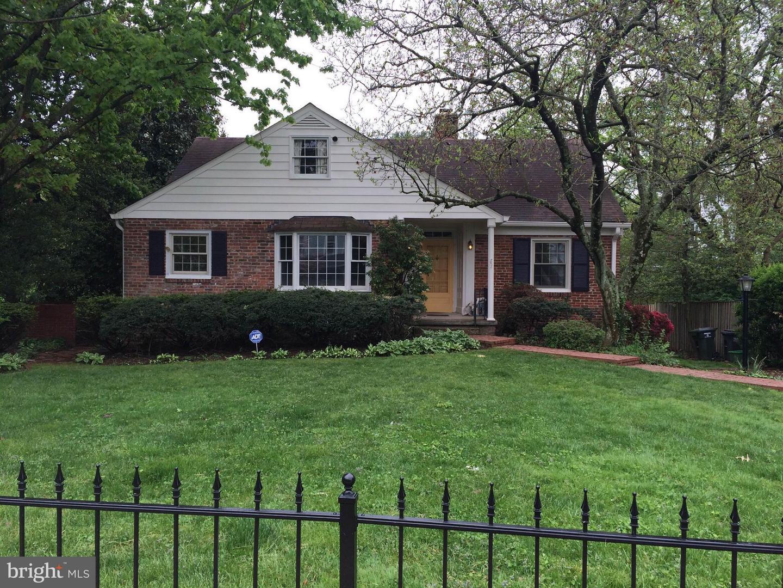 Single Family Homes vì Thuê tại Falls Church, Virginia 22046 Hoa Kỳ