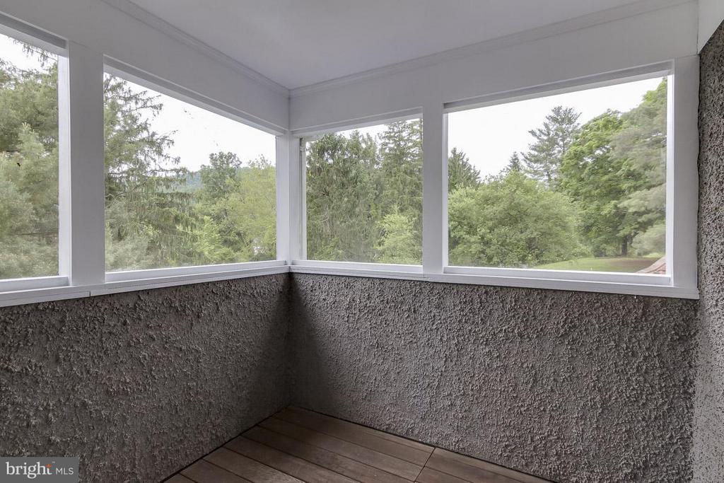 Sleeping porch off bedroom 2 - 36929 GAVER MILL RD, PURCELLVILLE