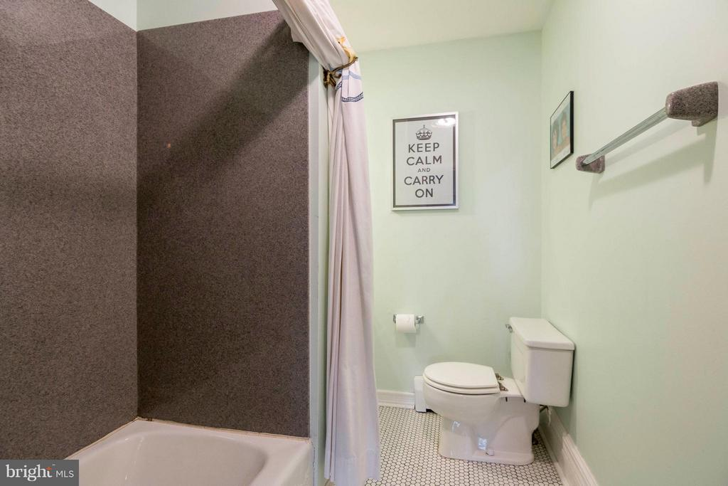 2nd Level Bath - 36929 GAVER MILL RD, PURCELLVILLE
