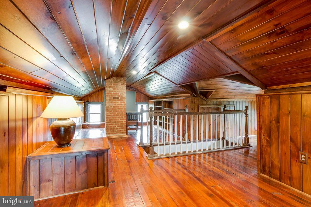 Finished Attic - 36929 GAVER MILL RD, PURCELLVILLE