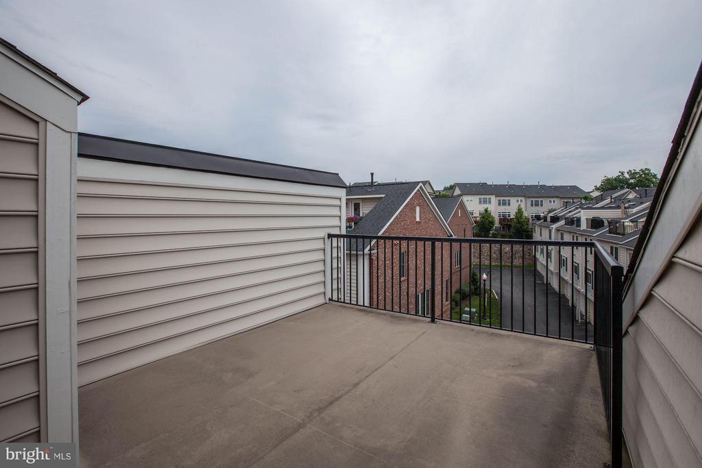 Rooftop Patio - 3325 KEMPER RD, ARLINGTON