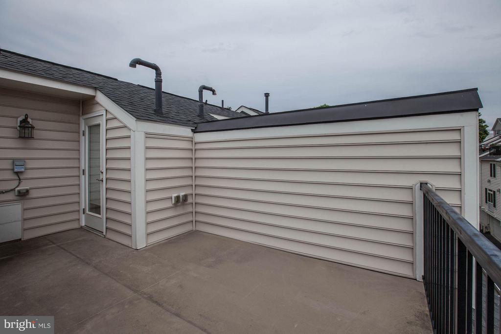 Rooftop - 3325 KEMPER RD, ARLINGTON