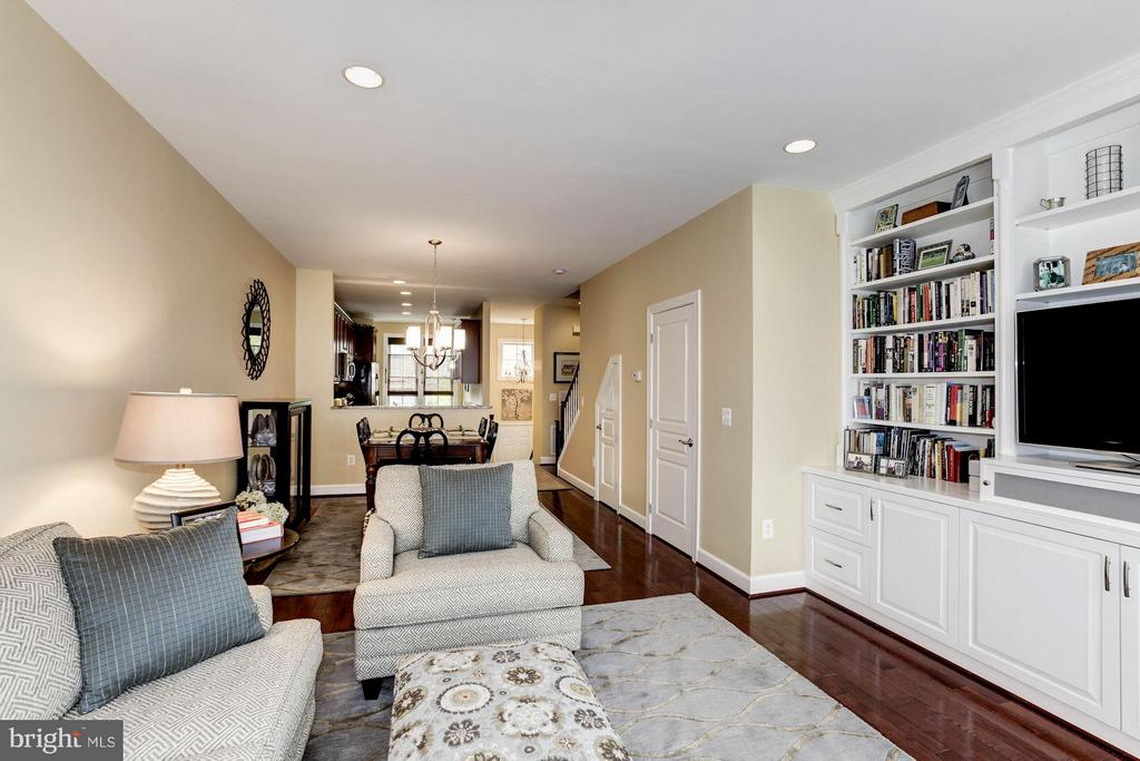 Family Room open to Dining Room - 3325 KEMPER RD, ARLINGTON