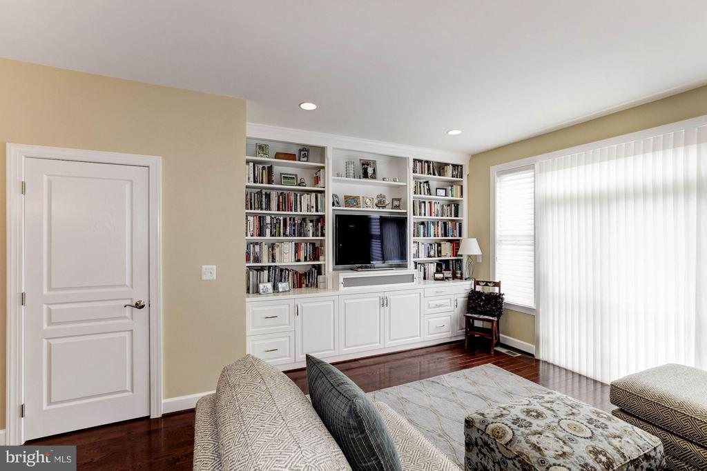 Custom built-ins for entertainment, office space - 3325 KEMPER RD, ARLINGTON